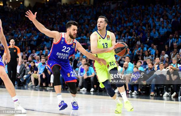 Thomas Heurtel #13 of FC Barcelona Lassa competes with Vasilije Micic #22 of Anadolu Efes Istanbul during the Turkish Airlines EuroLeague Play Off...