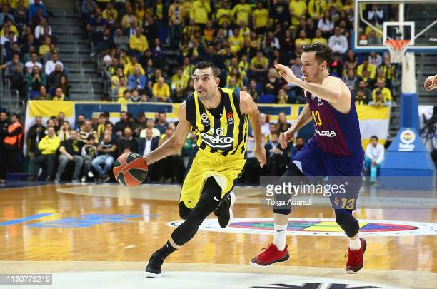 Thomas Heurtel #13 of FC Barcelona Lassa in action with Kostas Sloukas #16 of Fenerbahce Beko Istanbul during the 2018/2019 Turkish Airlines...