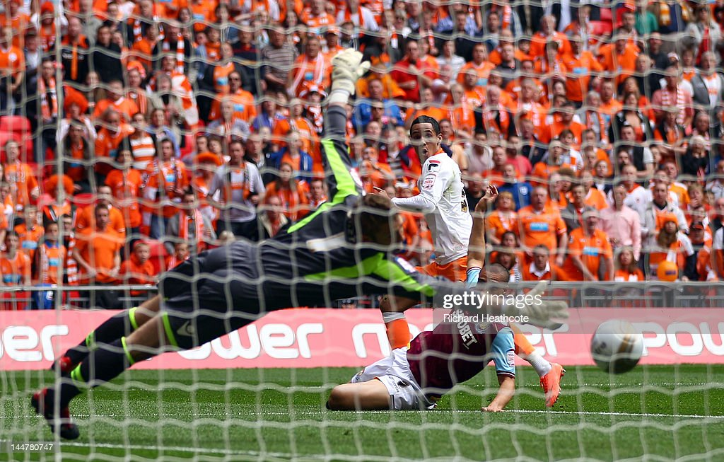 Thomas Ince of Blackpool scores the equaliser during the npower Championship Playoff Final between West Ham United and Blackpool at Wembley Stadium on May 19, 2012 in London, England.