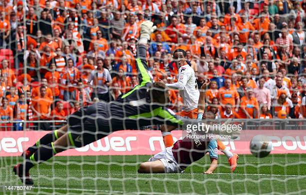 Thomas Ince of Blackpool scores the equaliser during the npower Championship Playoff Final between West Ham United and Blackpool at Wembley Stadium...