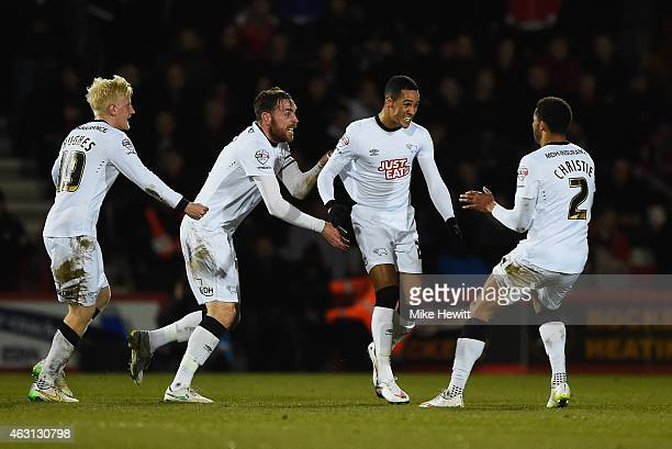 Thomas Ince of Derby County celebrates with Richard Keogh Will Hughes and Cyrus Christie as he scores their first and equalising goal during the Sky...