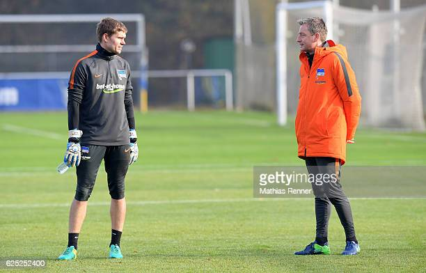 Thomas Kraft and assistant coach Rainer Widmayer of Hertha BSC during the training on november 22 2016 in Berlin Germany