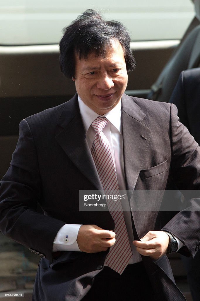 Thomas Kwok, co-chairman of Sun Hung Kai Properties Ltd., arrives at the Eastern Magistrates' Court in Hong Kong, China, on Friday, Jan. 25, 2013. The prosecution's bribery case against Sun Hung Kai's billionaire co-chairmen Thomas and Raymond Kwok and Hong Kong's former No. 2 official Rafael Hui will be ready by March, a court was told. Photographer: Lam Yik Fei/Bloomberg via Getty Images