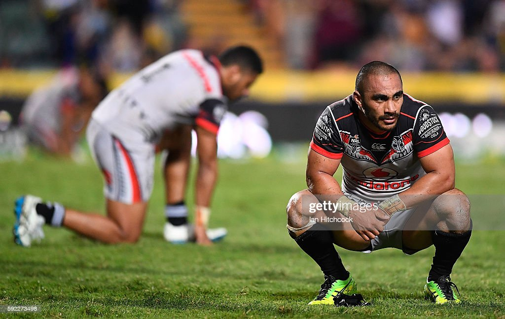 Thomas Leuluai of the Warriors looks dejected after losing the round 24 NRL match between the North Queensland Cowboys and the New Zealand Warriors at 1300SMILES Stadium on August 20, 2016 in Townsville, Australia.