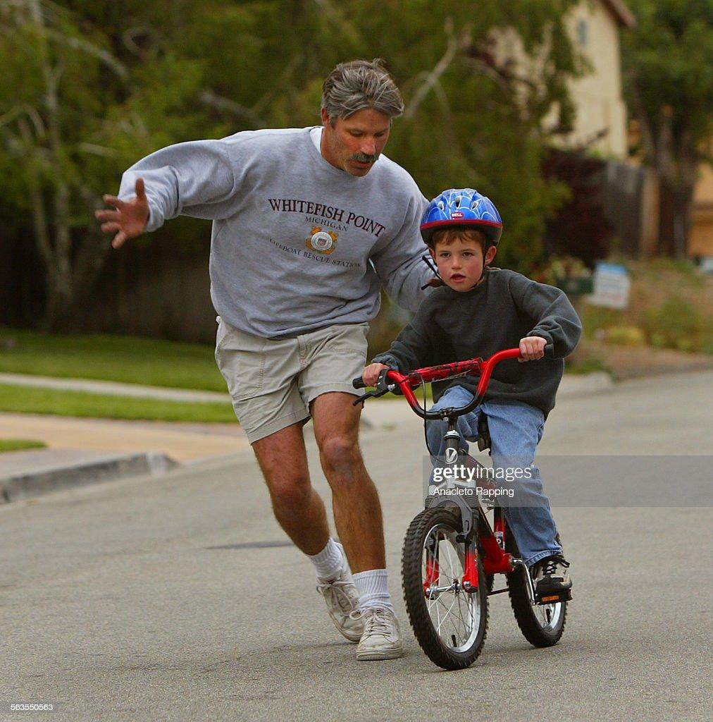 Thomas McNamara , 6 years old, rides his bike without training ...