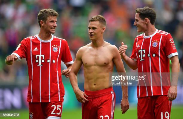 Thomas Mller Joshua Kimmich and Sebastian Rudy of Muenchen discuss after the Bundesliga match between SV Werder Bremen and FC Bayern Muenchen at...