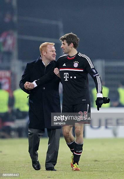 Thomas Müller Mueller FC Bayern München und Trainer Heiko Vogel FC Basel Fussball Championsleague FC Basel FC Bayern München Saison 2011 / 2012