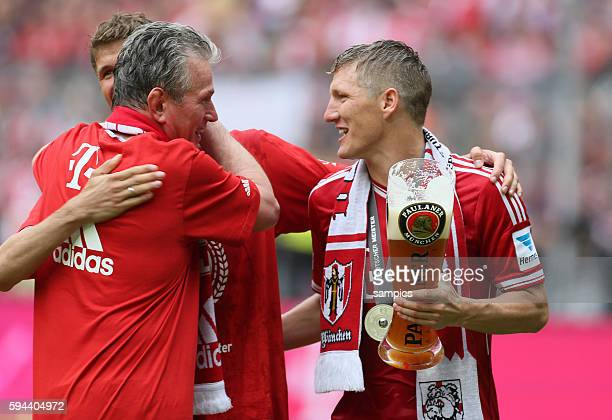 Thomas Müller Mueller Jupp Heynckes Trainer FC Bayern München und Bastian Schweinsteiger FC Bayern München feirt die 23 deutsche Meisterschaft...