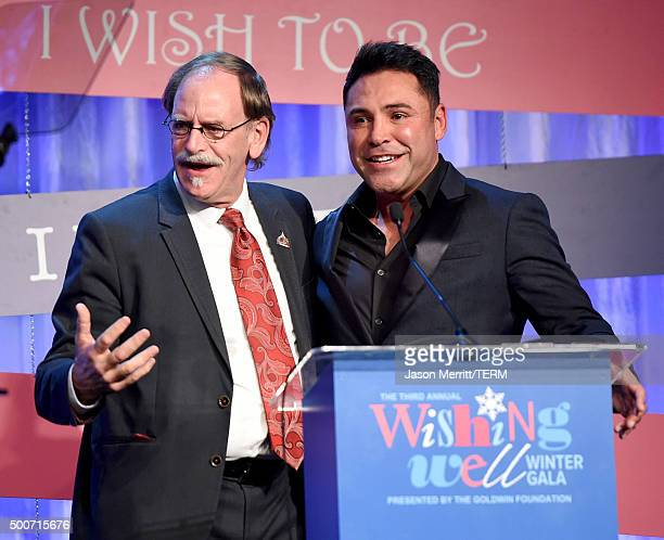 Thomas Mone presents former boxer Oscar Dela Hoya with the Shining Star Honoree Award onstage during MakeAWish Greater Los Angeles Honoring Oscar De...