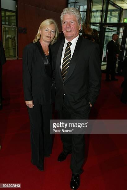 """Thomas M.Stein , Ehefrau Margrit, Verleihung """"Deutscher Fernsehpreis 2003"""", Coloneum, Köln, Nordrhein-Westfalen, Deutschland, Europa, Roter Teppich,..."""