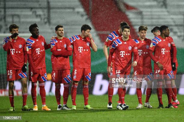 Thomas Mueller, Alphonso Davies, Lucas Hernandez, Benjamin Pavard of Bayern Munich look on as teammate Marc Roca walks to take his team's sixth...