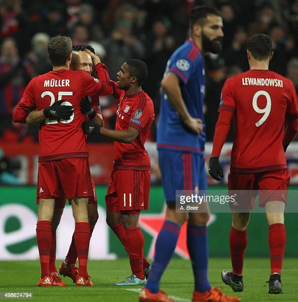 Thomas Mueller Arjen Robben Douglas Costa and Robert Lewandowski of Bayern Muenchen celebrate Mueller's first goal during the Champions League group...