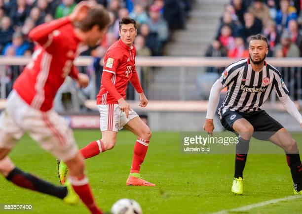 Thomas Mueller gibt die Vorlage an Robert Lewandowski zum Tor zum 10 waehrend dem Fussball Bundesliga Spiel Bayern Muenchen gegen Eintracht Frankfurt...
