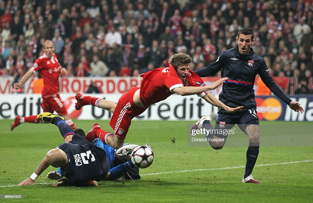 Thomas Mueller (C) of Bayern is challenged by Cris (L) and goalkeeper Hugo Lloris (C) of Lyon during the UEFA Champions League semi final first leg match between FC Bayern Muenchen and Olympic Lyon at Allianz Arena on April 21, 2010 in Munich, Germany.