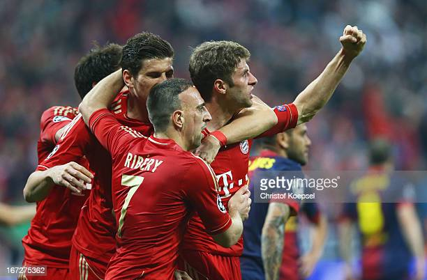 Thomas Mueller of Bayern Muenchen celebrates scoring the opening goal with Franck Ribery during the UEFA Champions League Semi Final First Leg match...