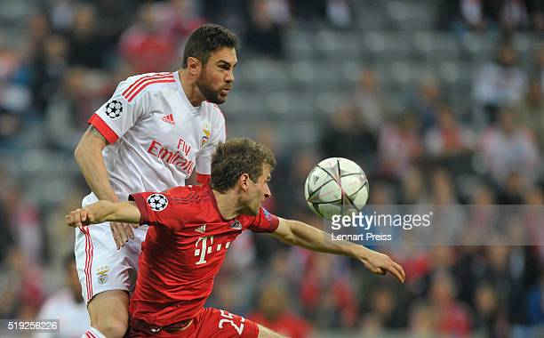 Thomas Mueller of Bayern Muenchen challenges Jardel of Benfica during the UEFA Champions League Quarter Final first leg match between FC Bayern...