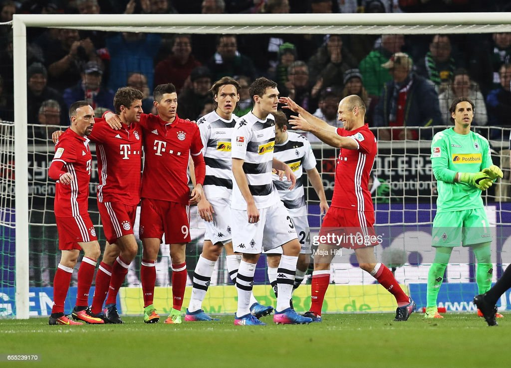 Thomas Mueller of Bayern Munich celebrates after scoring a goal while Yann Sommer of Borussia Moenchengladbach is dejected during the Bundesliga match between Borussia Moenchengladbach and Bayern Muenchen at Borussia-Park on March 19, 2017 in Moenchengladbach, Germany.