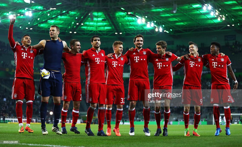 Thomas Mueller of Bayern Munich celebrates with Thiago and Manuel Neuer and team mates after victory in the Bundesliga match between Borussia Moenchengladbach and Bayern Muenchen at Borussia-Park on March 19, 2017 in Moenchengladbach, Germany.