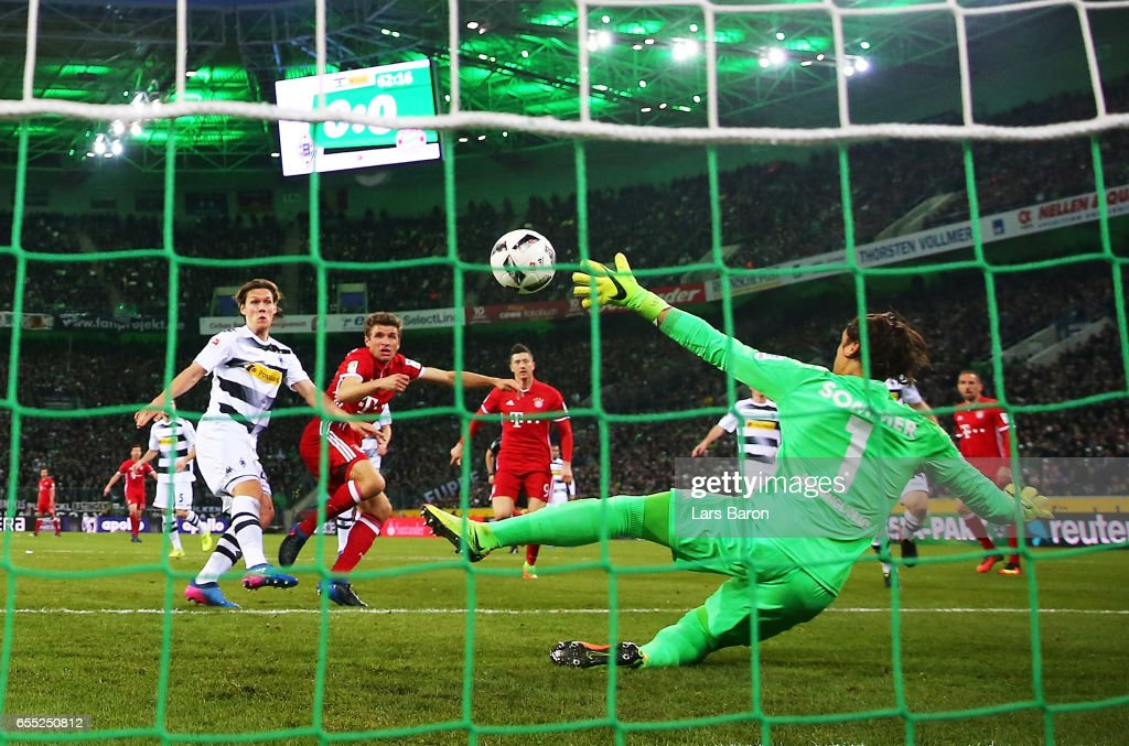 Thomas Mueller of Bayern Munich scores a goal past Yann Sommer of Borussia Moenchengladbach during the Bundesliga match between Borussia Moenchengladbach and Bayern Muenchen at Borussia-Park on March 19, 2017 in Moenchengladbach, Germany.