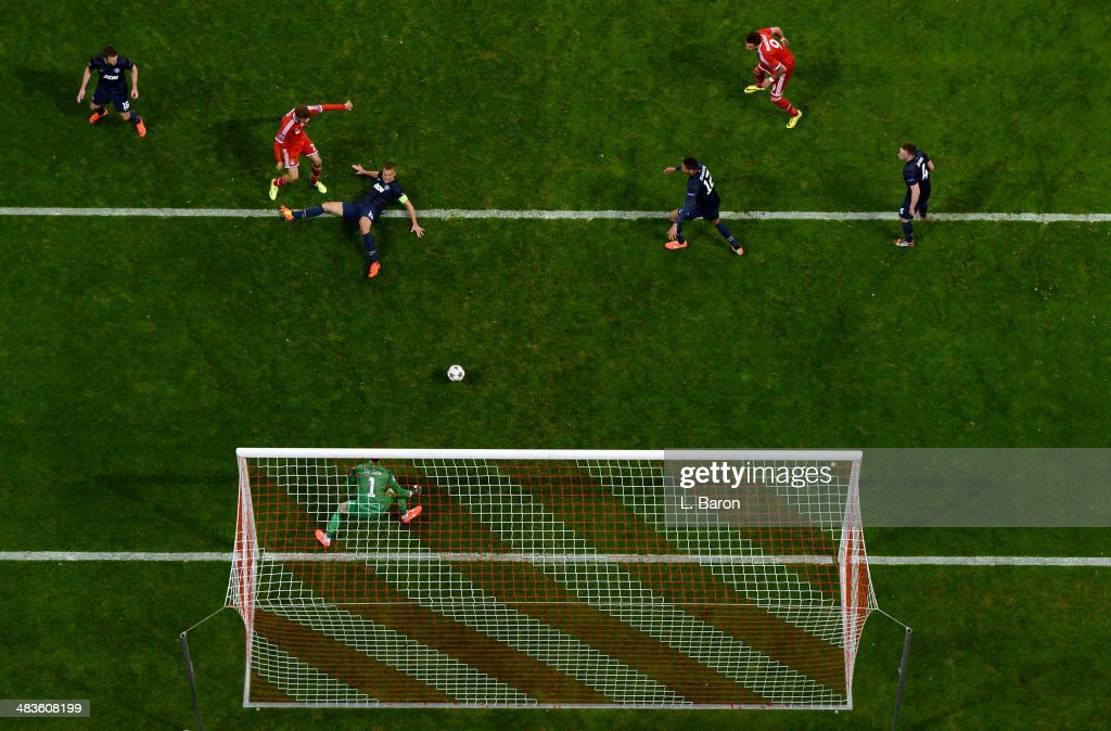 Thomas Mueller of Bayern Munich scores his team's second goal during the UEFA Champions League quarter final second leg match between FC Bayern Muenchen and Manchester United at Allianz Arena on April 9, 2014 in Munich, Germany.