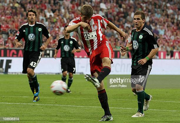 Thomas Mueller of Bayern scores his team's first goal during the Bundesliga match between FC Bayern Muenchen and VfL Wolfsburg at Allianz Arena on...