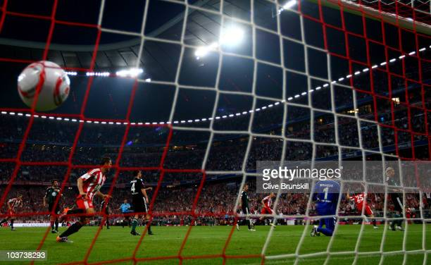 Thomas Mueller of Bayern scores the first goal during the Bundesliga match between FC Bayern Muenchen and VfL Wolfsburg at Allianz Arena on August 20...
