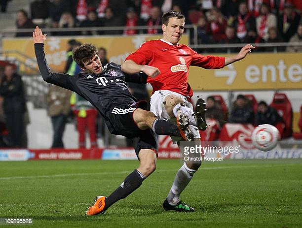 Thomas Mueller of Bayern scores the second goal against Radoslav Zabavnik of Mainz during the Bundesliga match between FSV Mainz 05 and FC Bayern...