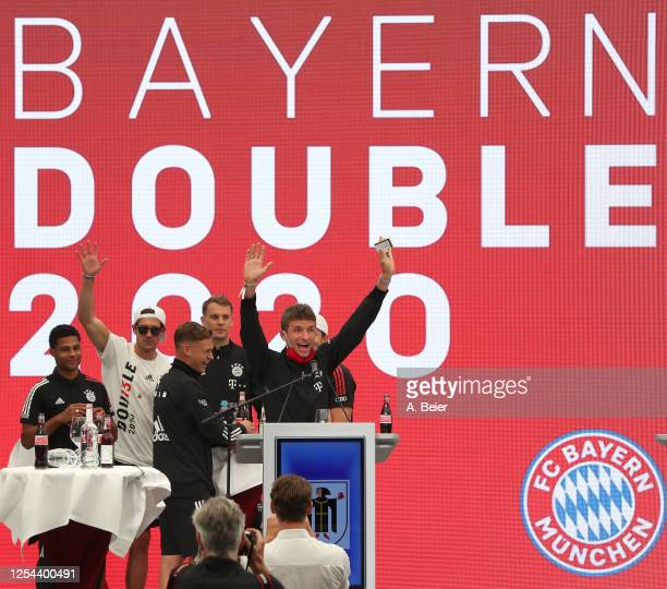 Thomas Mueller of FC Bayern Muenchen and teammates Serge Gnabry Leon Goretzka Joshua Kimmich and goalkeeper Manuel Neuer wave during the town hall...