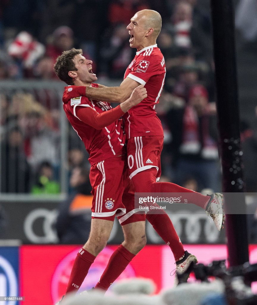 Thomas Mueller of FC Bayern Muenchen celebrates with team mate Arjen Robben of FC Bayern Muenchen after scoring his team's second goal during the Bundesliga match between FC Bayern Muenchen and FC Schalke 04 at Allianz Arena on February 10, 2018 in Munich, Germany.