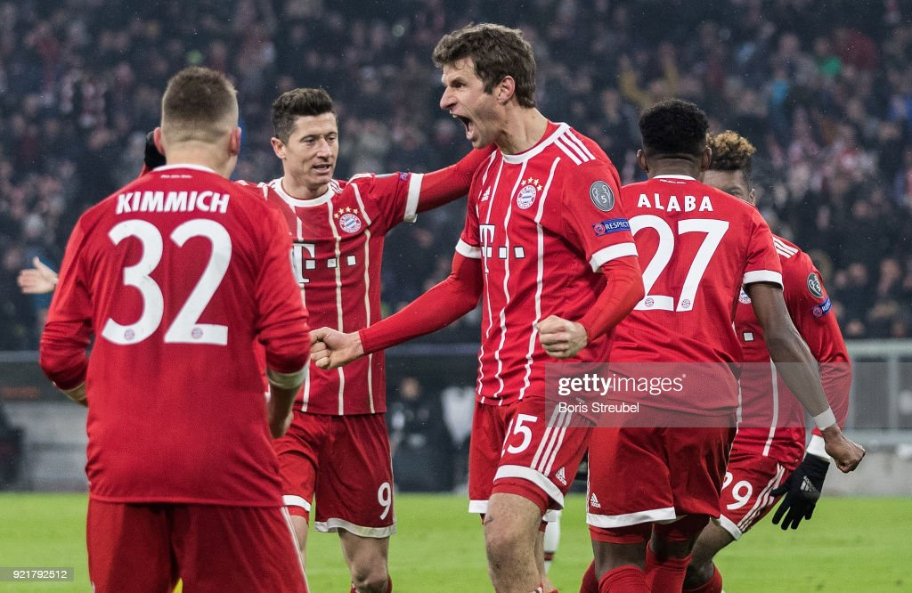 Thomas Mueller of FC Bayern Muenchen celebrates with team mates after scoring his team's first goal during the UEFA Champions League Round of 16 First Leg match between Bayern Muenchen and Besiktas at Allianz Arena on February 20, 2018 in Munich, Germany.