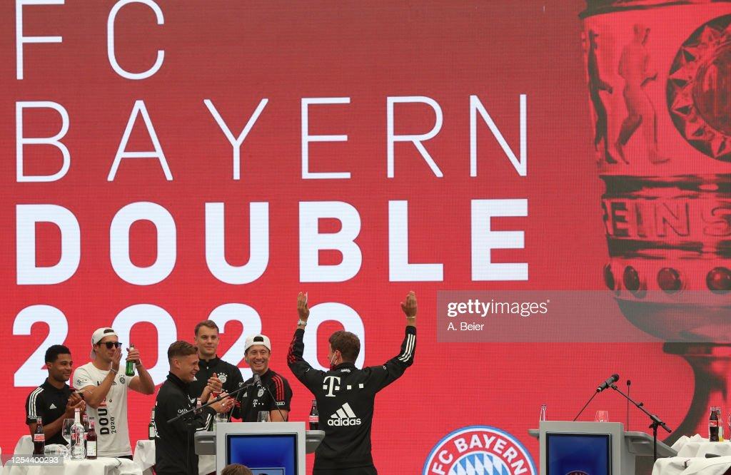 FC Bayern Muenchen Town Hall Reception : News Photo