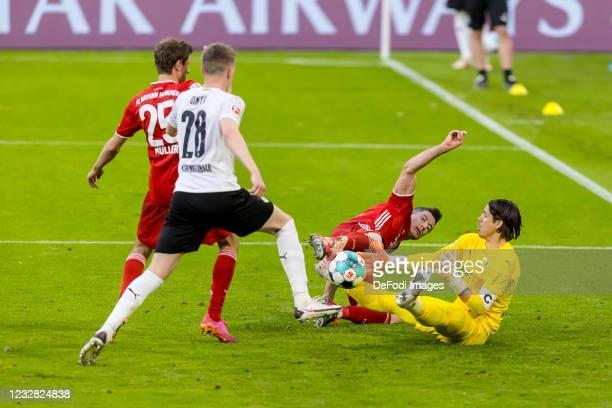 Thomas Mueller of FC Bayern Muenchen, Matthias Ginter of Borussia Moenchengladbach, Robert Lewandowski of FC Bayern Muenchen and goalkeeper Yann...