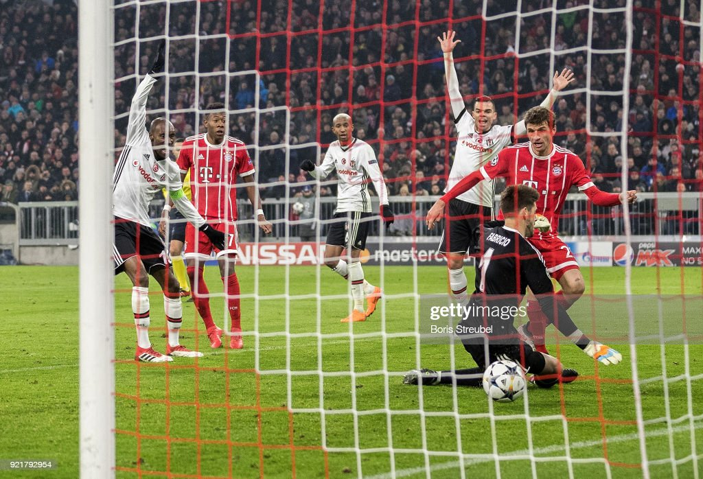 Thomas Mueller of FC Bayern Muenchen scores his team's first goal against goalkeeper Fabri of Besiktas Istanbul during the UEFA Champions League Round of 16 First Leg match between Bayern Muenchen and Besiktas at Allianz Arena on February 20, 2018 in Munich, Germany.