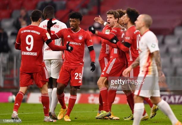 Thomas Mueller of FC Bayern Munich celebrates with teammates Leon Goretzka, Leroy Sane, Kingsley Coman and Robert Lewandowski after scoring his...