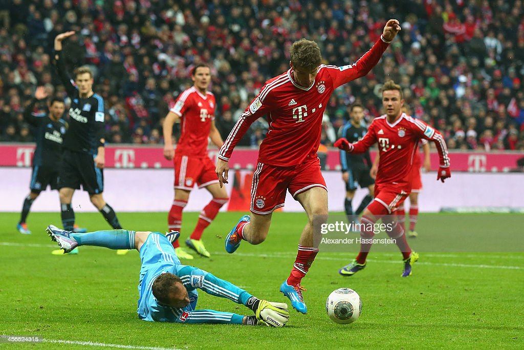Thomas Mueller of Muenchen battles for the ball with Jaroslav Drobny, keeper of Hamburg during the Bundesliga match between FC Bayern Muenchen and Hamburger SV at Allianz Arena on September 28, 2013 in Munich, Germany.