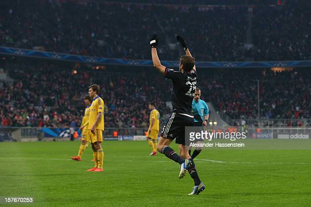 Thomas Mueller of Muenchen celebrate scoring the second team goal during the UEFA Champions League Group F match between FC Bayern Muenchen and FC...