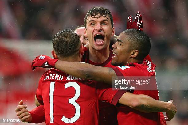Thomas Mueller of Muenchen celebrates scoring the 2nd team goal with his team mates Rafinha and Douglas Costa during the Bundesliga match between FC...