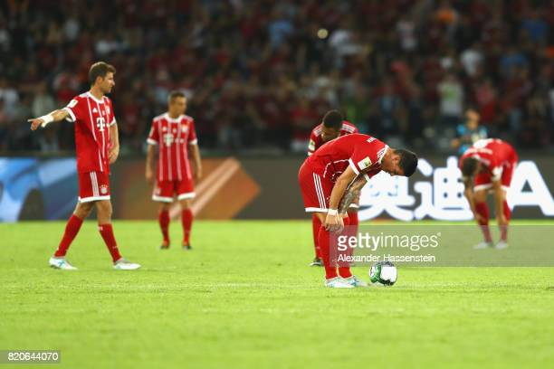 Thomas Mueller of Muenchen reacts with his team mates Rafinha James Rodriguez and Corentin Tolisso after receiving teh 4th goal during the...