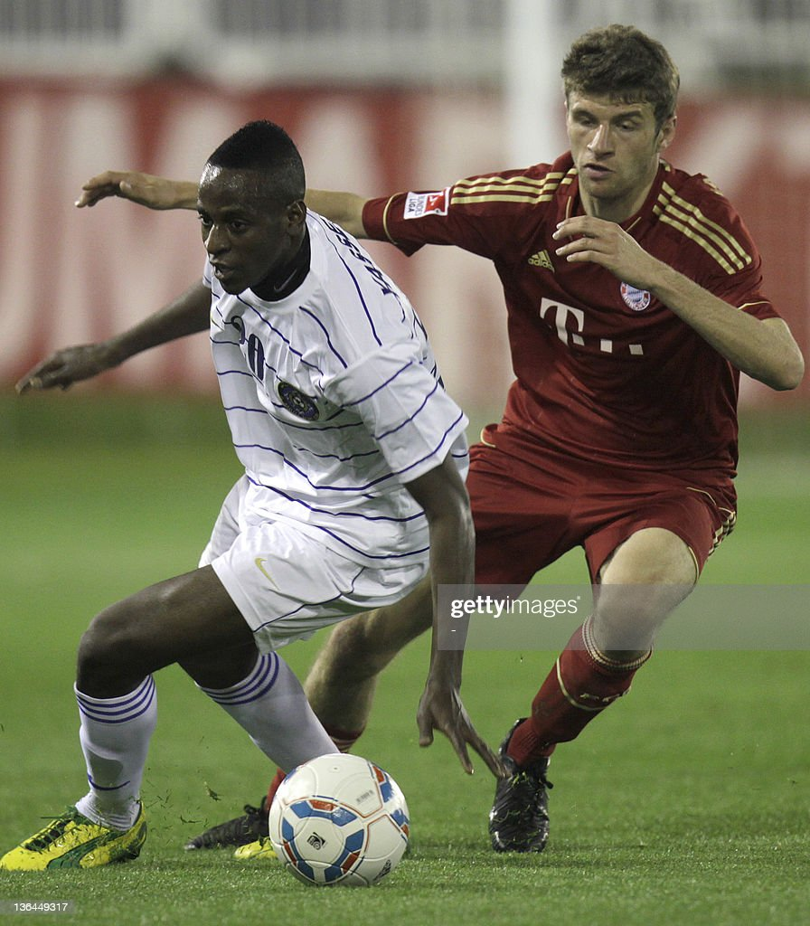 Thomas Muller of Bayern Munich fights for the ball with Yasser... News  Photo - Getty Images