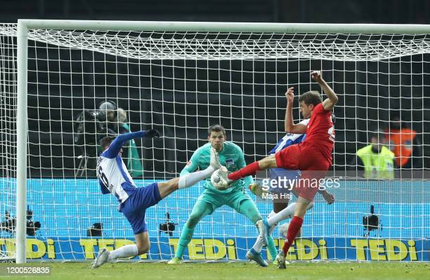 Thomas Muller of FC Bayern Muenchen scores his sides first goal during the Bundesliga match between Hertha BSC and FC Bayern Muenchen at...