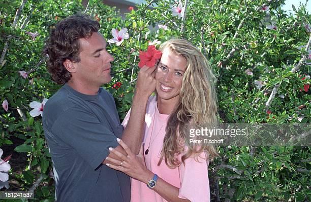 Thomas Ohrner Ehefrau Marion Urlaub Costa Smeralda Sardinien Italien Flitterwochen Blume lächeln Entertainer Schauspieler