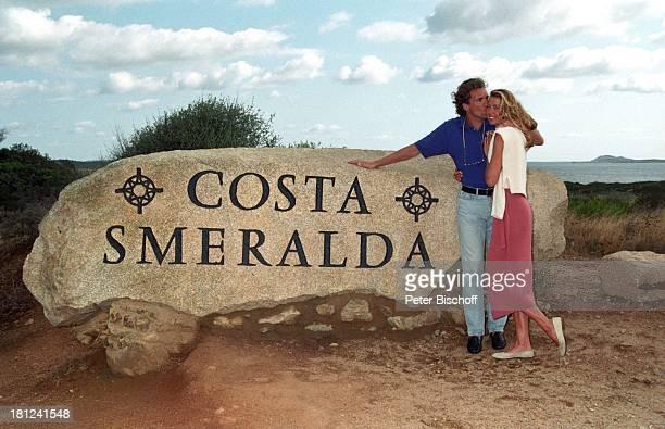 Thomas Ohrner Ehefrau Marion Urlaub Costa Smeralda Sardinien Italien Flitterwochen Meer Umarmung Kuss Entertainer Schauspieler