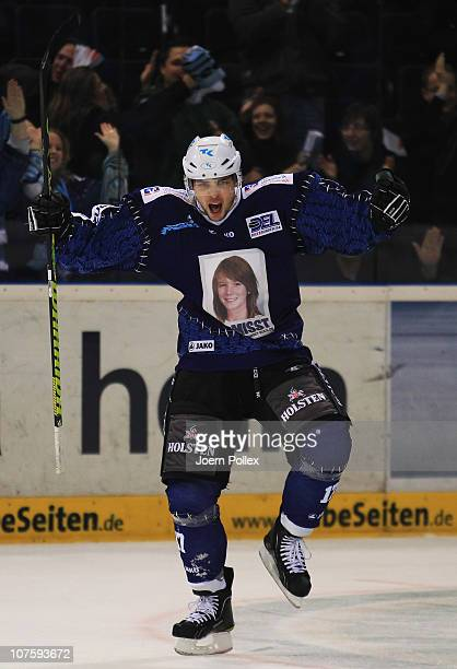 Thomas Oppenheimer of Hamburg celebrates after scoring his team's first goal during the DEL match between Hamburg Freezers and Iserlohn Roosters at...