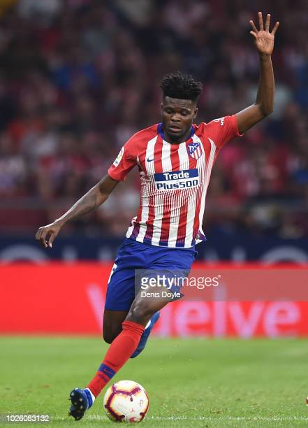 Thomas Partey of Club Atletico de Madrid controls the ball during the La Liga match between Club Atletico de Madrid and Rayo Vallecano de Madrid at...