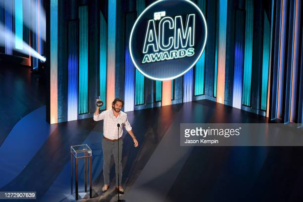 Thomas Rhett poses with the Entertainer of the Year award onstage during the 55th Academy of Country Music Awards at the Grand Ole Opry on September...