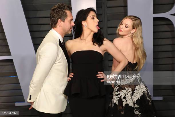 Thomas Sadoski Sarah Silverman and Amanda Seyfried attend the 2018 Vanity Fair Oscar Party hosted by Radhika Jones at the Wallis Annenberg Center for...