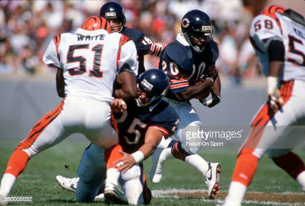 Thomas Sanders of the Chicago Bears carries the ball against the Cincinnati Bengals during an NFL football game September 10 1989 at Soldier Field in...