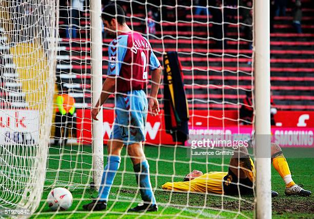 Thomas Sorensen and Mark Delaney of Aston Villa look dejected after Andy Liddell of Sheffield United scores the third goal during the FA Cup Third...