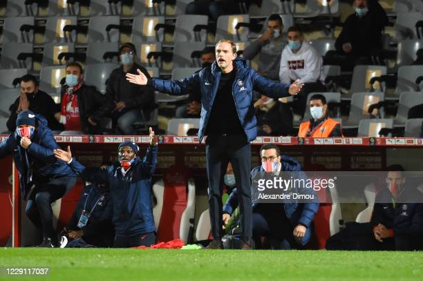 Thomas TUCHEL head coach of Paris Saint-Germain looks dejected during the Ligue 1 match between Nimes Olympique and Paris Saint-Germain at Stade des...