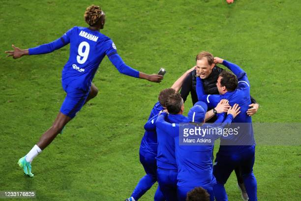 Thomas Tuchel manager of Chelsea celebrates with his coaching staff and Tammy Abraham during the UEFA Champions League Final between Manchester City...